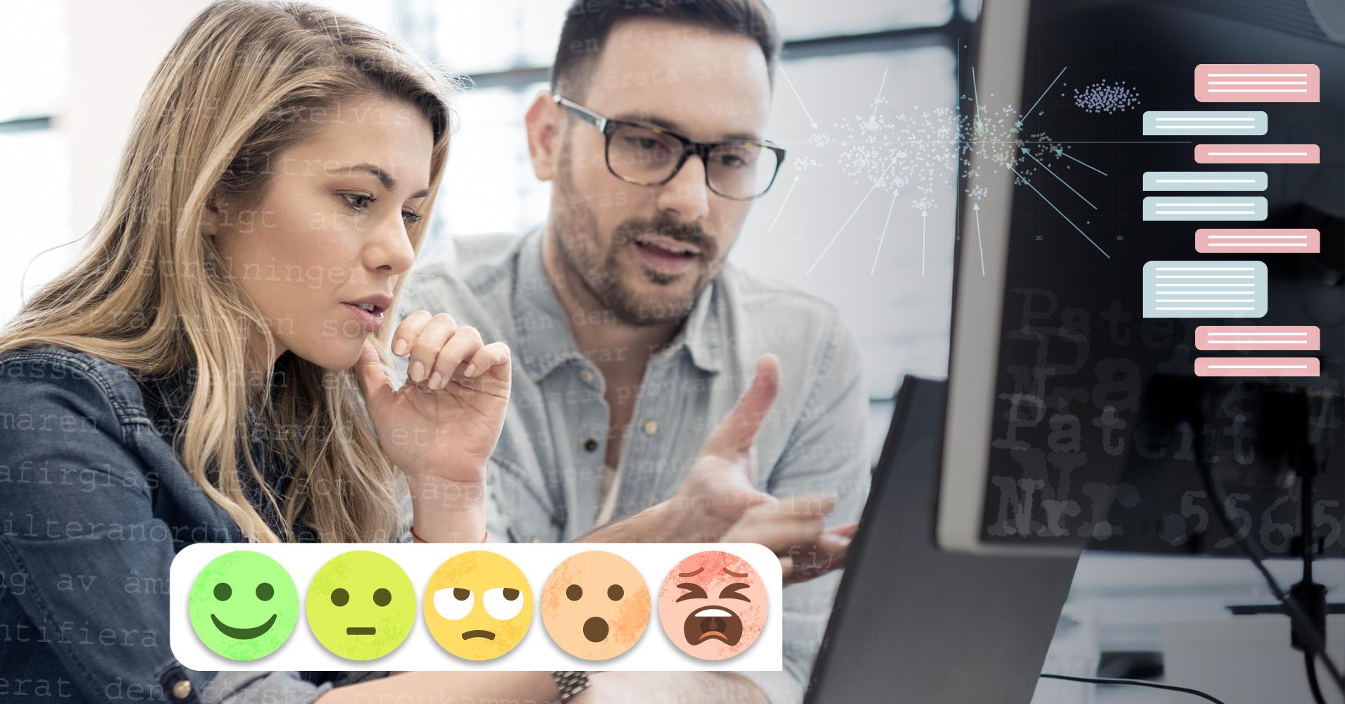 En kvinna och en man sitter vid en dator och analyserar texter från en kundtjänstchat och från en mängd patent.